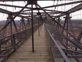 Interior de la pasarela del Puente Colgante de Portugalete