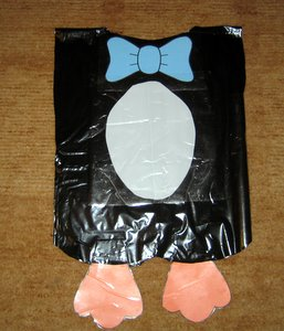 El disfraz de pingüino consta de los siguientes elementos: